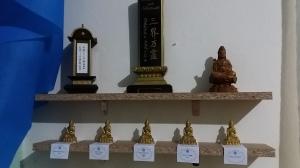 108 Budas com Etiquetas